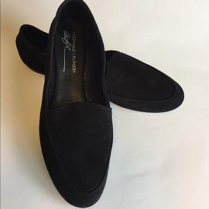 Donald J Pliner Dre Suede Black Flats size 9.5M